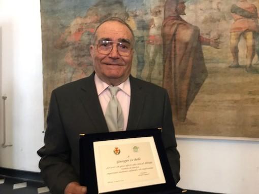 """68 anni """"in musica"""": una targa-riconoscimento per Giuseppe Lo Bello"""