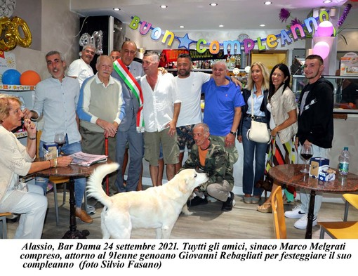 Giovanni Rebagliati, tifoso genoano di 91 anni festeggiato ad Alassio (FOTO)