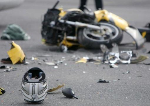 Auto contro moto sull'Aurelia ad Albenga, una persona ferita