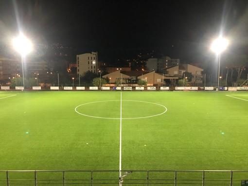 Andora, nuova illuminazione a led per il campo da calcio in erba sintetica