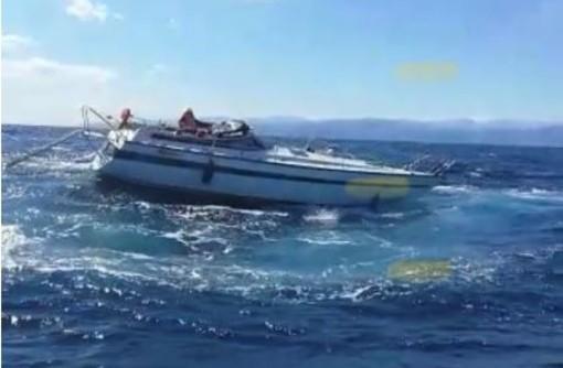 Imbarcazione alla deriva al largo di Albenga: soccorso della Guardia Costiera