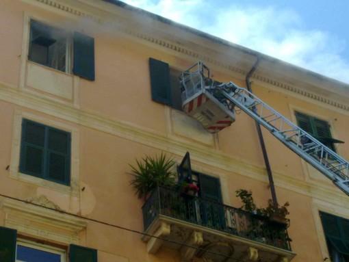 Savona, incendio in via Montenotte: le foto e il filmato di un nostro Lettore