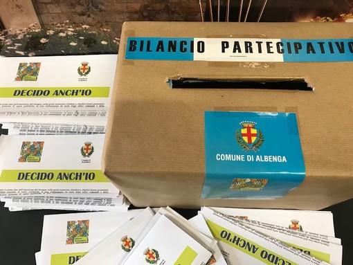 """Albenga, un gazebo del """"Bilancio Partecipativo"""" in piazza del Popolo"""
