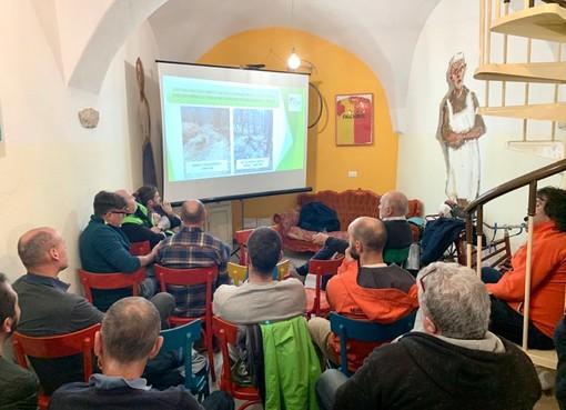Finale, conoscere meglio il territorio: l'incontro fra il geologo Alberelli ed un gruppo di trailbuilder e guide mtb