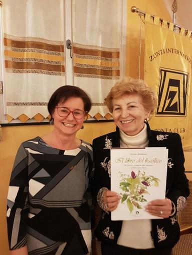 Nelle foto: Ada Grecchi, la Presidente Zonta Alassio-Albenga Sandra Berriolo, il Presidente Rotary Albenga Massimiliano Nari, la Preside Simonetta Barile