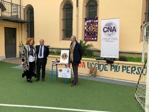 Alassio, le terze medie dell'Istituto Ollandini a lezione di drone con Lions e CNA Savona