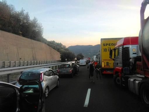 Incidente sulla A10 tra Feglino e Finale: la vittima è un tatuatore 55enne originario di Aosta (FOTO e VIDEO)
