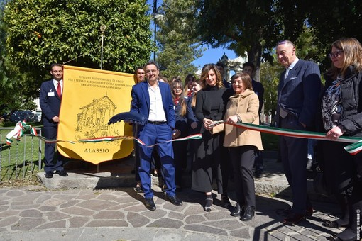 """""""Donne Coraggiose"""": inaugurato ad Alassio il percorso nel ricordo di dieci donne che hanno cambiato la storia"""