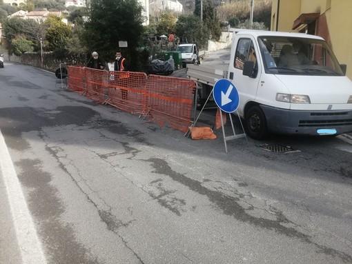 Finale, cede parte di un canale: lavori in via Cavassola