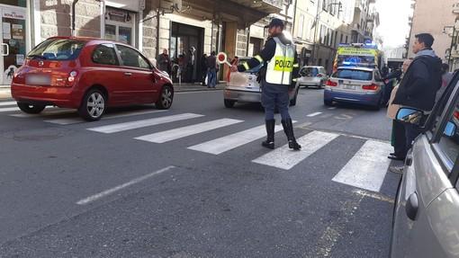 Savona, investimento pedonale in via Torino: una donna in codice giallo al San Paolo (FOTO)