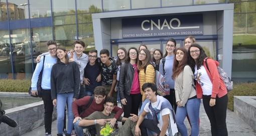 """Carcare, gli studenti del liceo Calasanzio in visita al """"Centro nazionale di adroterapia oncologica"""" di Pavia (FOTO)"""