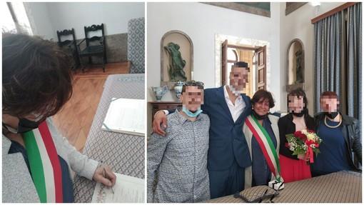 """Savona, celebra il matrimonio poi pubblica una foto con gli sposi e la mascherina abbassata. Polemiche su consigliere: """"L'avevo durante il rito, strumentalizzazione politica"""""""