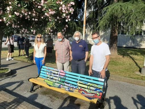 """""""Libri al vento"""", inaugurata una nuova panchina ad Albisola (FOTO e VIDEO)"""
