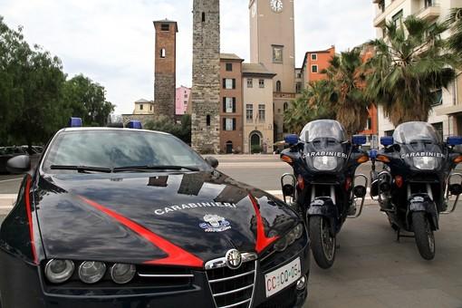 Denaro, gioielli e sesso in cambio di droga: arrestati due pusher a Savona