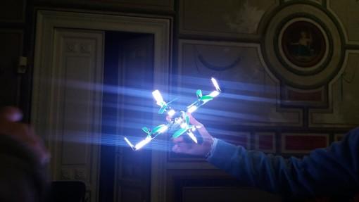 """""""LuminousBees"""": la magia dei droni luminosi approda al Campus di Savona"""