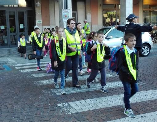 A Loano arriva il Bibliopedibus: a scuola a piedi leggendo una storia