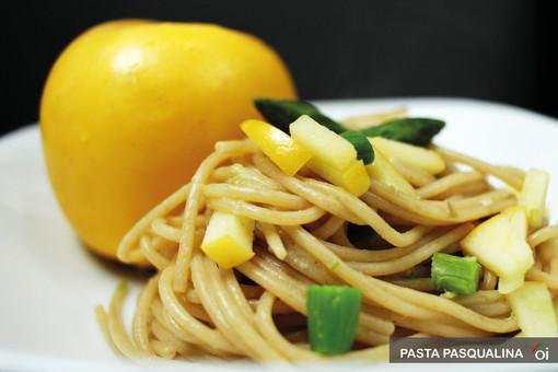MercoledìVeg di Ortofruit: oggi prepariamo 'Pasta pasqualina con mela e asparagi'