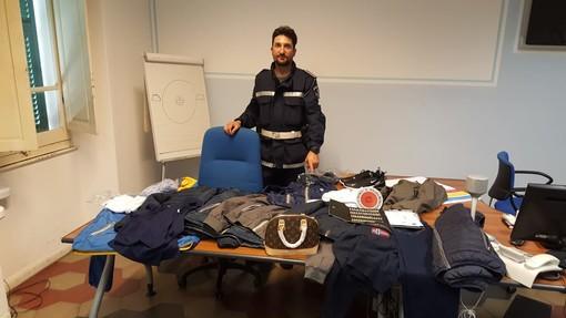 Oltre 93 mila euro di multe, tre sequestri di merce falsa e una denuncia per spaccio: superlavoro della municipale di Loano nei ponti primaverili