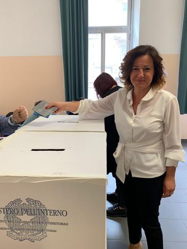 Vado Ligure, il candidato sindaco Monica Giuliano ha votato
