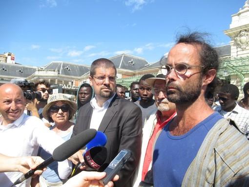 Nizza: si è aperta una falla nella 'linea maginot' francese? Altri 83 migranti dalla Val Roya a Nizza (Foto e Video)