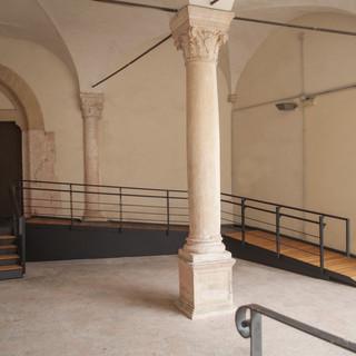 Finalborgo, restyling complesso Santa Caterina: installata nuova rampa di accesso auditorium primo chiostro