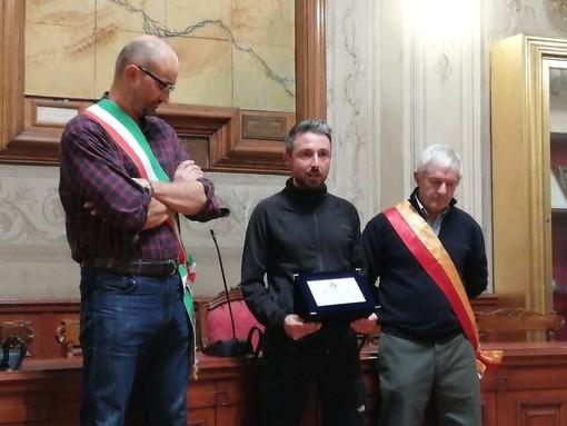 """Lo scorso 25 novembre Marco """"Osky"""" Togni era stato ricevuto nella sala consiliare del Comune di Finale Ligure"""