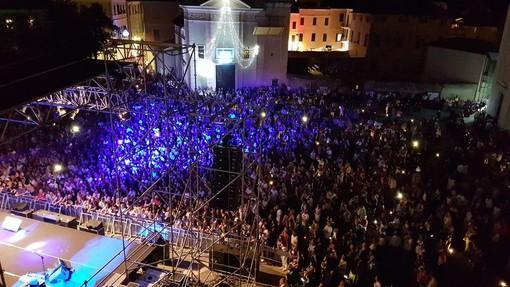 Loano saluta l'arrivo dell'estate con la Notte Bianca e il grande concerto di Edoardo Bennato