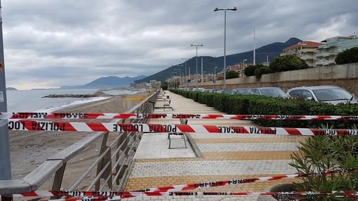 Loano, chiusa al traffico pedonale la passeggiata a mare di ponente