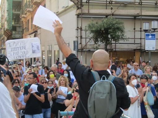Savona, nuovo sabato di protesta dei No Green Pass: in 150 tra piazza Sisto e Corso Italia (FOTO E VIDEO)