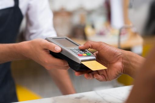 Con la scusa del bancomat che non funziona scroccano cene al ristorante tra Sanremo, Imperia e Savona: denunciata una coppia