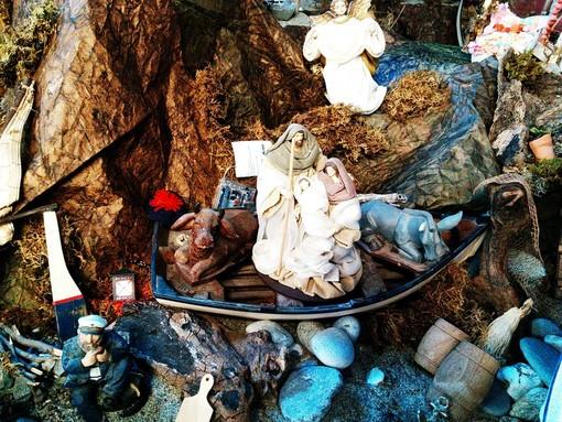 Il Bambin Gesù trova rifugio in riva al mare nel presepe della Compagnia di San Pietro a Finalmarina
