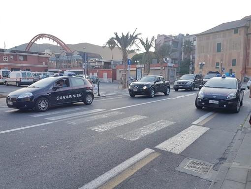 Sicurezza ad Albenga, controlli a tappeto da parte dei carabinieri in piazze e parchi pubblici. Ispezionati anche numerosi edifici abbandonati (FOTO e VIDEO)