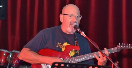 """Addio """"Pat Guitar"""": Alassio piange il musicista Patrizio Di Fazio"""