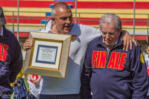 Mauro Cresci insieme al tecnico Pietro Buttu il giorno della festa per il ritorno dei giallorossi in Serie D (foto di Matteo Pelucchi)