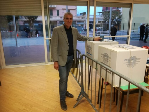Pietra Ligure, il candidato sindaco Paolinelli Devincenzi ha votato