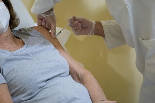 Covid-19, da lunedì altre 53 farmacie diverranno 'punti vaccinali territoriali': nel savonese se ne aggiungono 10
