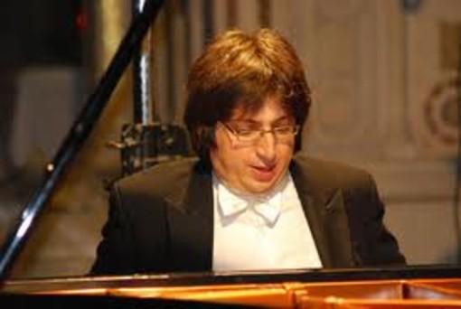 Finale Ligure: il pianista Ramin Bahrami il nuovo Inquieto dell'anno 2014