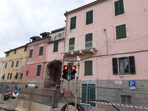 Celle, si avvicina l'arrivo dei turisti e si preannunciano imponenti code sull'Aurelia: cellesi preoccupati anche per le crepe sulle case (FOTO)