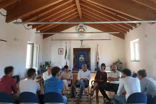 Danneggiarono le panchine del centro storico: tornano a Pietra Ligure e chiedono scusa ai pietresi