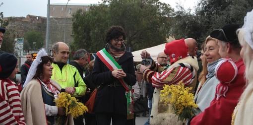 Cicciolin riconsegna le chiavi della città al sindaco: finisce il carnevale a Savona