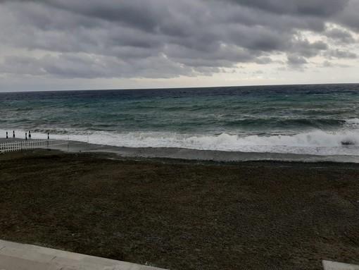 """Albisola, spiagge libere chiuse fino al 7 giugno. Il sindaco: """"Non possiamo permetterci di arrivare al weekend disorganizzati e avere folle sulle spiagge"""""""