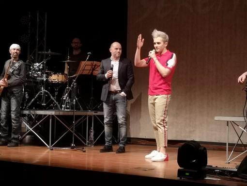 """Successo per la presentazione di """"Bellissimo"""", l'album d'esordio del cantante valbormidese Sereno (FOTO)"""