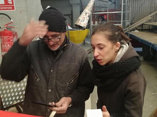 Loano, gli studenti del liceo artistico di Albenga a scuola di cartapesta dagli artigiani di CarnevaLöa