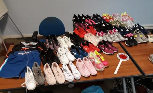 Loano, due venditori di merce contraffatta fermati dalla municipale