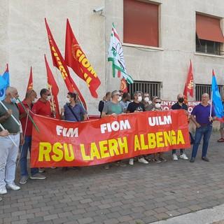 """Savona, presidio dei lavoratori di LaerH di Albenga davanti alla Prefettura. I sindacati: """"A settembre rischiano di rimanere senza ammortizzatori sociali e senza lavoro"""""""