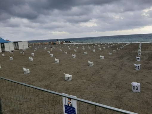 Albissola, aperta la spiaggia libera centrale, rimangono chiuse fino alle 13 giugno le altre