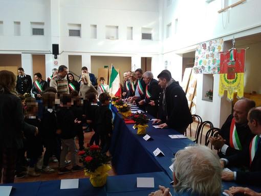 Tutta la comunità villanovese si incontra al Salone dei Fiori per ricordare Andrea Schivo (FOTO)