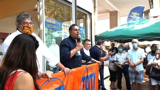 Toti torna in viale Martiri della Libertà per l'appello al voto agli elettori di Albenga (FOTO e VIDEO)