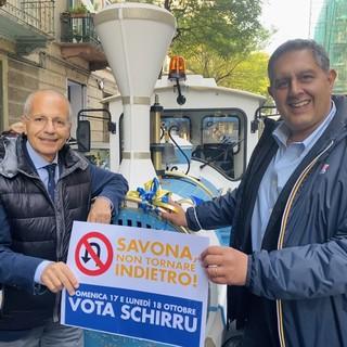 """Savona 2021, si conclude la campagna di Schirru. Toti risponde alle critiche: """"Considerare la Regione come matrigna è sbagliato, qua per dare una mano"""" (FOTO E VIDEO)"""