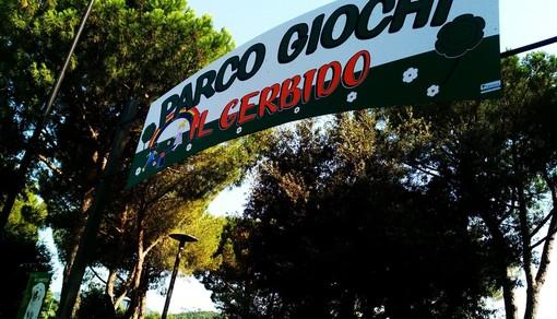 """Una cerimonia a Villanova d'Albenga per dedicare a """"Pitta"""" Della Valle il nuovo parco giochi inclusivo (FOTO e VIDEO)"""